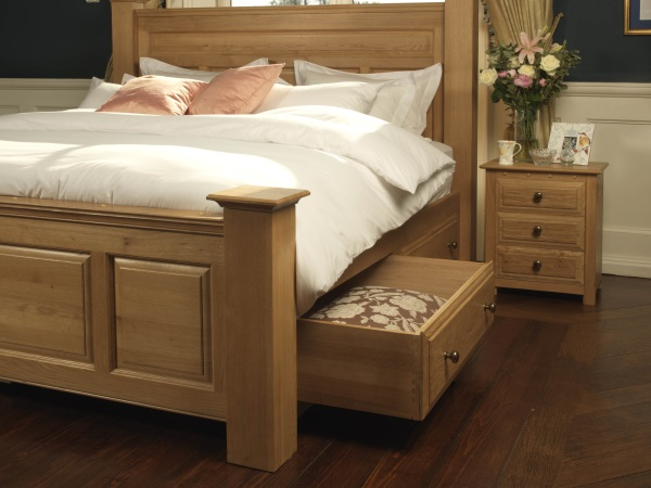 Ambassador Bed in Solid Oak