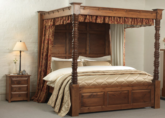 Luxurious four poster bedding