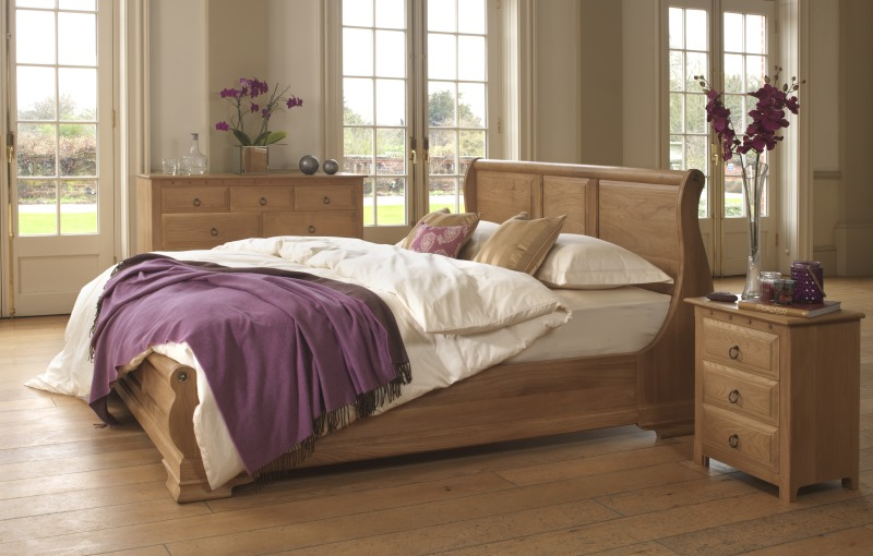 Mature Oak Sleigh Bed