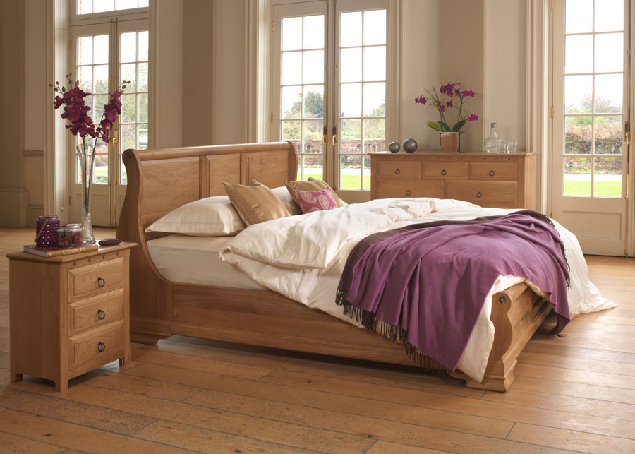 monaco-sleigh-bed-in-solid-oak