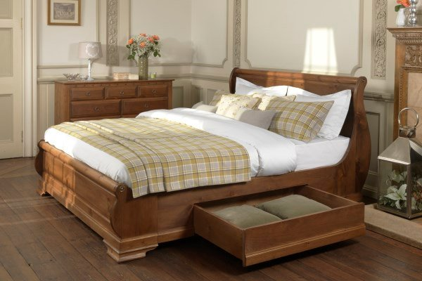 Luxury Wooden Sleigh Bed with Drawer