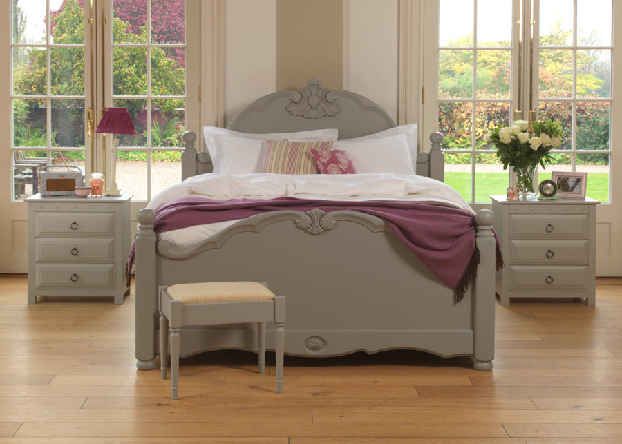 Orleans-Painted-Solid-Wooden-Bed