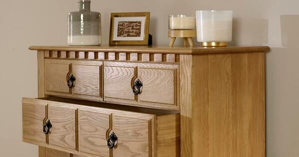 2-over-5-Chest-in-Solid-Oak-Close-Up